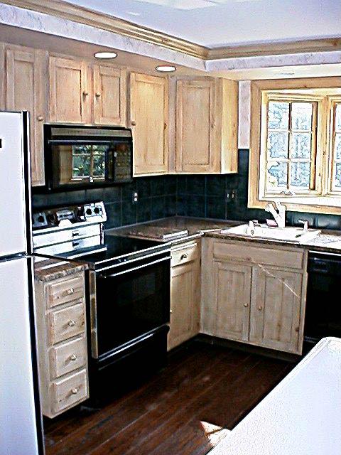 MINGARI Studios > Woodgrain cabinets 01 Knotty Pine